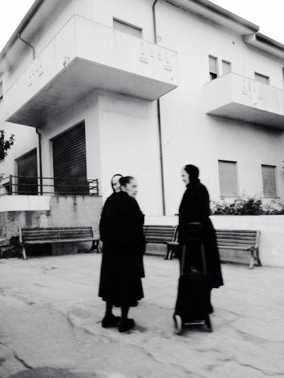 Folks in Sardegna 📷 Sofiavicchi Sofiavicchiconceptdesign Streetphotography Streetphoto_bw Street Blackandwhite Womeninblack Women Italy Oldwomen Mourning
