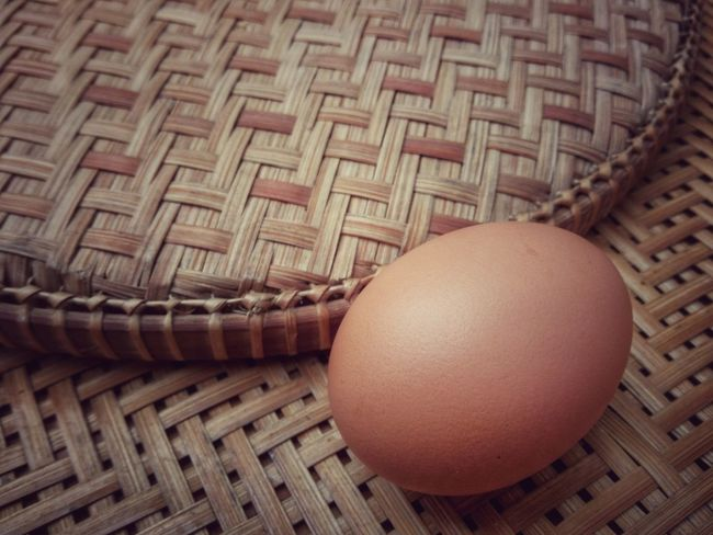 Fresh egg on the wooden threshing basket Decoration Background Bamboo Basket Arrangement Indoor Healthy Food Protein Threshing Basket Egg Pattern Brown Indoors  Basket No People Close-up Day