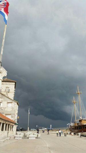 Stormapproaches Clouds Rainy Days Greyskies