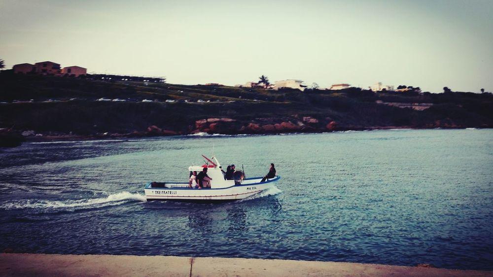 Nessun vento è favorevole per il marinaio che non sa a quale porto vuol approdare. (Seneca) Rowing Nautical Vessel Men Togetherness Sitting Water Activity Rowboat Kayak