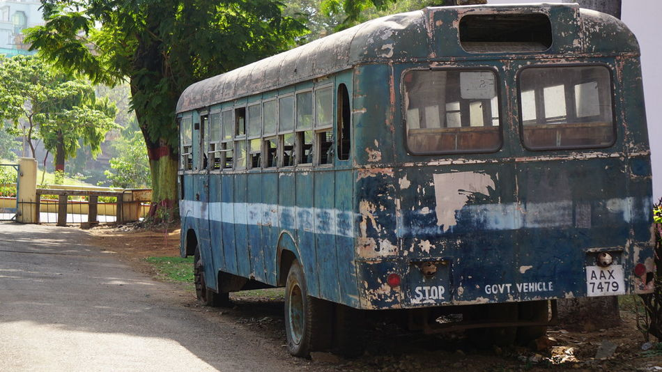 Old bus : New Capture Blue Day Indian Transport Mode Of Transport Motor Home No People Nwin Photography Old-fashioned Outdoors Sony Sony A6000 Sonyalpha Tree Vintage Bus