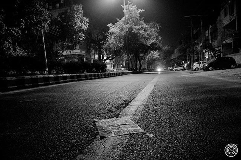 ©Amvi G Photography EXIF: D5300 - 18-140mm Shutter Speed : 1/30 Aperture : f/3.5 ISO : 1250 Focal Length : 18.00 mm Indians  India Indianphotographer Amvigphotography Newspaper Roadsofindia Roads Emptyroads Nightphotography Night Photographersofindia Photographer Natgeo Nationalgeographic 500px DelhiGram Delhighted Delhi Delhi_igers Storiesofindia Nightscene Nikon Iamnikon Picoftheday Photooftheday streetphotography
