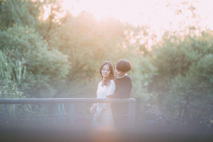 Sunset Beautiful Wedding Taking Photos Happy Enjoying Life Snapshot Color Portrait Love Portrait Snapshots Of Life Couple