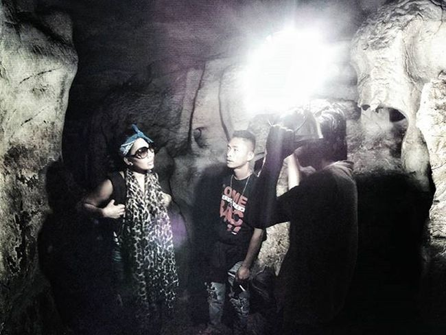 Aya, interviewed the local about the lemo cave and how the Torajans keeps the death body.. -------------------------------------------------------------------------------------- Toraja Culture Ethnic Ancient Believe Traditional Explore Toraja INDONESIA Traveling Aroundtheworld Myth Death Ceremony Amazing Photooftheday Photography Photographer Adventure Funeral Party Celebration SJCAM CityTour Mustsee cave caveman extreme torajaid