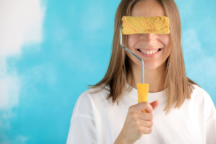 Portrait of a smiling girl holding ice cream