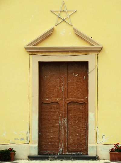 Urban Stromboli Sicily Sizilien Stromboli Sizilien Door Doors Church Yellow Vintage Old Old Buildings