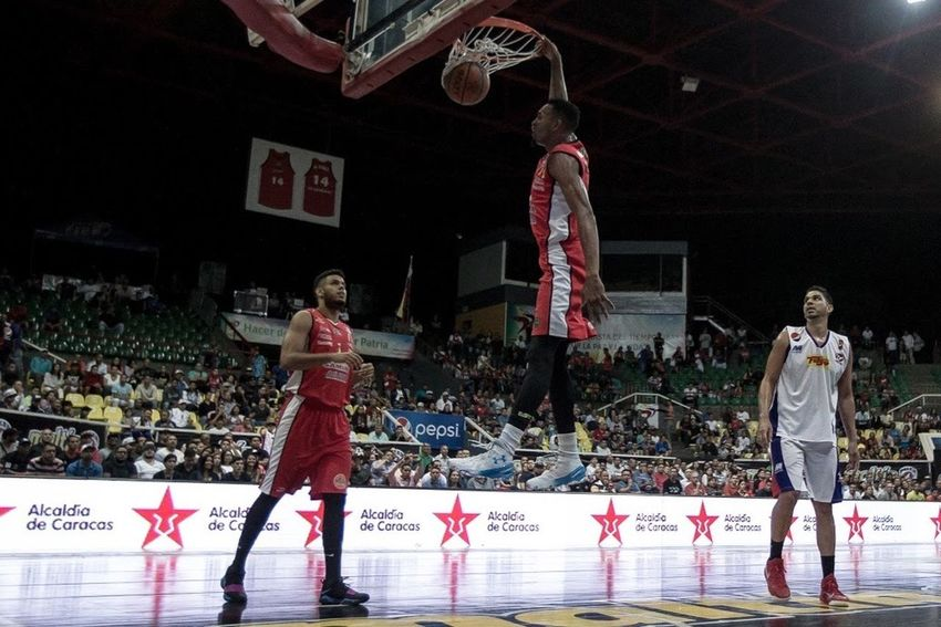 Cocodrilos se Caracas clasifica a la semifinal, al ganarle a Toros de Aragua The Photojournalist - 2017 EyeEm Awards Basketball