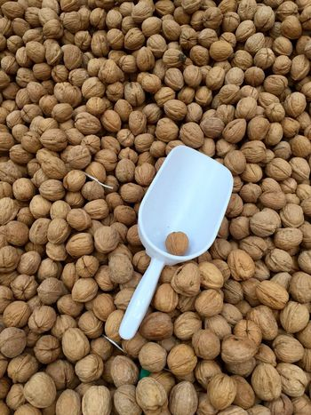 Nuts Nut Nuss Nüsse Walnuts Wallnut Walnüsse Walnuss Market Markt Markethall Markthalle Showcase March