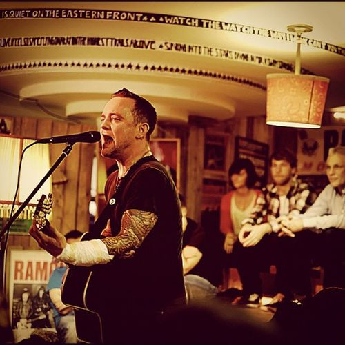 Dave Hause von The Loved Ones #Live im #ramonesmuseum #Berlin - #DaveHause Ramonesmuseum Davehause Berlin Live