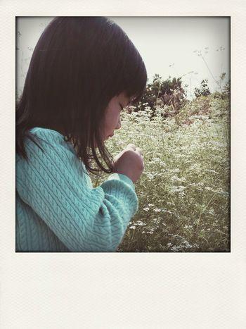 สาวน้อยชมสวน