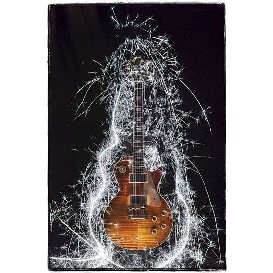 Guitar light. Photoshoot Stillshoot StillLifePhotography Still Life Lightpainting Lightpainting_photography Guitar Guitarrist Music Rock Gibson Gibson Les Paul Gibsonguitars Decor Musicdecoration