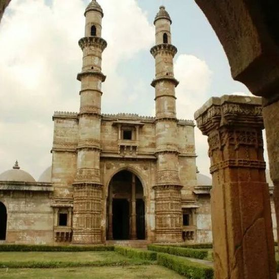 Jami Masjid is a world heritage site located in Chapaner in Gujarat. Wanderlust Travelbug Travel Indianhistory indianarchitecture incredibleindia india incredibleindiaofficial gujarat worldheritagesite worldheritage