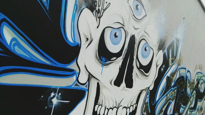 Streetart Freewall Graffiti Skull Tear Full Frame Creativity Multi Colored Wallart White And Blue Colour Greyscale Crossed selected on FREEWALL in BREGENZ, near the JOB-school The Color Of School LBSBR2 Colour Of School