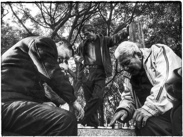 Steetphotography China Foshan 中国 Outdoors Day Foshan,China Hello World Candid Photography Black And White Black & White Chess Players Close-up Point Of View