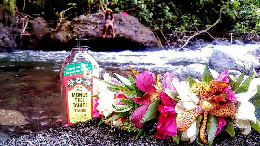 Tanning Oil Monoi Flower Crown River View Riverside River Beautiful Girl Taking Photos EyeEm Nature Lover Beautiful Nature 😊💚