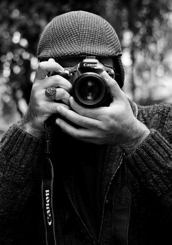 Blackandwhite Black & White Siyahbeyaz Siyahvebeyaz Photography Themes Portrait Holding Close-up Mask - Disguise Photographing Camera - Photographic Equipment Tripod Photographic Equipment Self Portrait Photography Lens - Optical Instrument SLR Camera Camera Lens - Eye Digital Camera Optical Instrument Television Camera Camera Operator