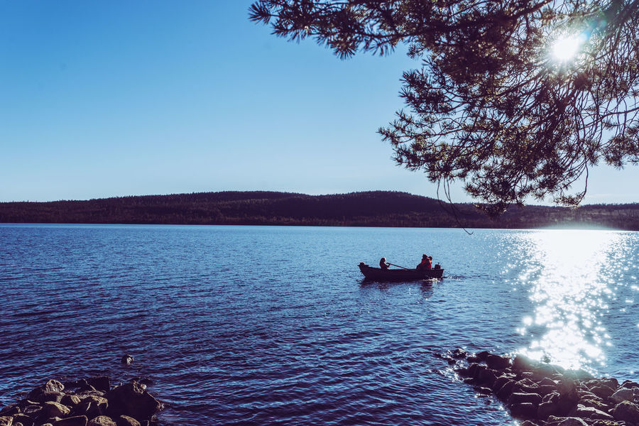 Summer vibes Boat Holiday Lake Leisure Activity Lifestyles Mode Of Transport Nature Nature Nautical Vessel Outdoors Rowing Rowing Boat Scenics Summer Summer Vibes Summertime Sun Shine Sunlight Sweden Tranquil Scene Hidden Gems  Vacation Vacations Water