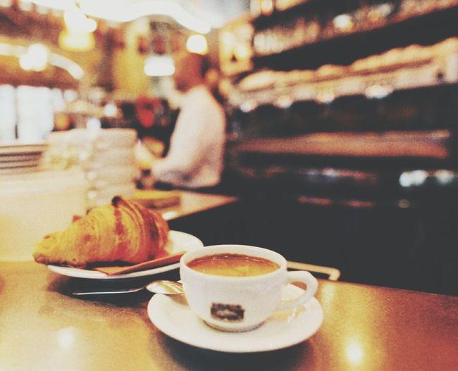 Bienvenue à Paris Cafe Croissant