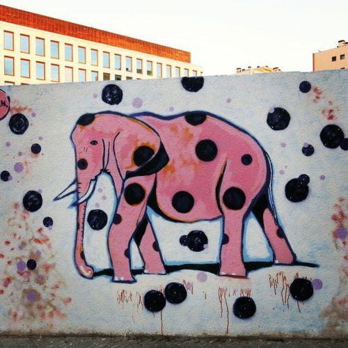 Unelefanterosa Streetartbcn Streetartbarcelona Streetart Barcelona Barcelonastreetart Bcn Graffiti Tv_streetart_ Rsa_graffiti Instaphoto Instragramstreetart