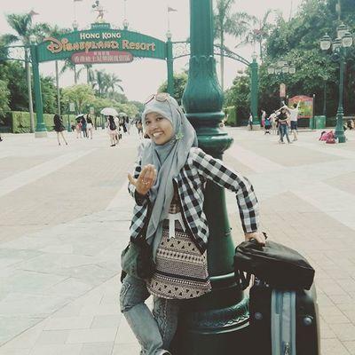 Ayo pergi kesini Disneyland Traveling Mbambungnekat Treqx1 hongkong tired happy me