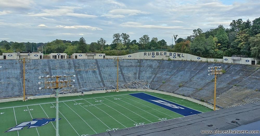 New Article: Abandoned Rubber Bowl Football Stadium http://www.placesthatwere.com/2017/09/abandoned-rubber-bowl-stadium-akron.html Follow the link for the full article. Derby Downs Abandoned Abandoned Buildings Urban Exploration Urbex Zips Ruins Urban Decay No People Abandoned Building Akron Akron Ohio Abandoned & Derelict Football Rubber Bowl Stadium Abandoned Places Rust Belt Football Stadium Architecture Sport