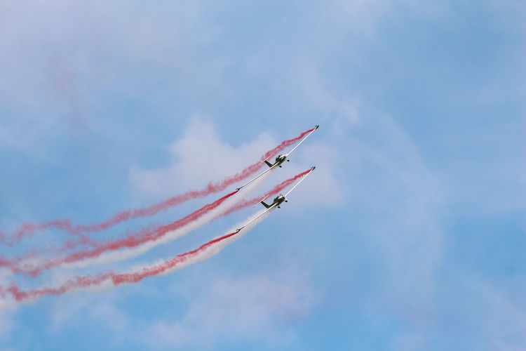 Airshowphotography Airshow Canon Photoshopexpress Photoshop Canon Bluesky Vapor Trail Aerobatics Fighter Plane Airshow Airplane Stunt Teamwork Coordination Flying Acrobatic Activity