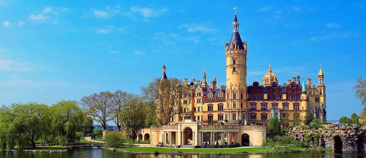Europa Deutschland Schwerin Schweriner Schloss Schwerin Castle Schweriner See Schwerin Mecklenburg-Vorpommern Schwerin Märchens Hloss Panorama Architecture History Travel Destinations Blue Outdoors Sky No People Building Exterior