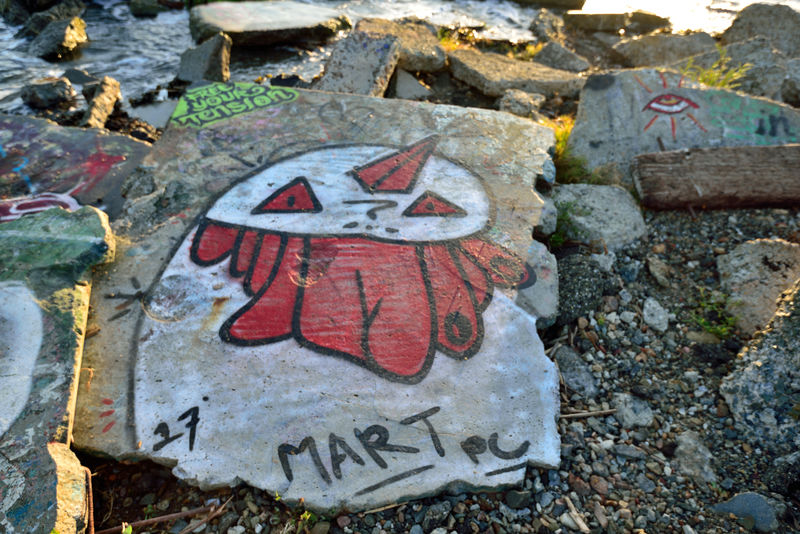 The Albany Bulb 10 Albany, Ca. Waterfront Peninsula Eastern Shore San Francisco Bay Former Landfill Dump For Contruction Materials Closed 1987 Became A Home For Urban Artists An Anarchical No Man's Land Outsider's Art Sculptures, Murals, Graffiti, Installation Art Made From Waste Recycled Materials The Bulb Public Art Urban Art Street Art Concrete Slab Bum's Paradise 2003 Movie Landscape