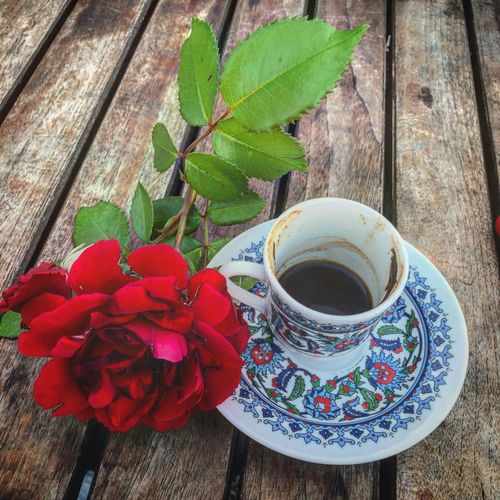 The top two motivators ever ...☕️ and 🌺 ... Flower Head EyeEmNewHere Türkkahvesi EyeEm Gallery Eyemphotography Istanbul Motivation Black Coffee Freshness Cup Food And Drink Mug Table Refreshment Drink Coffee Cup Coffee Coffee - Drink Flower Saucer Plant Part Leaf 10
