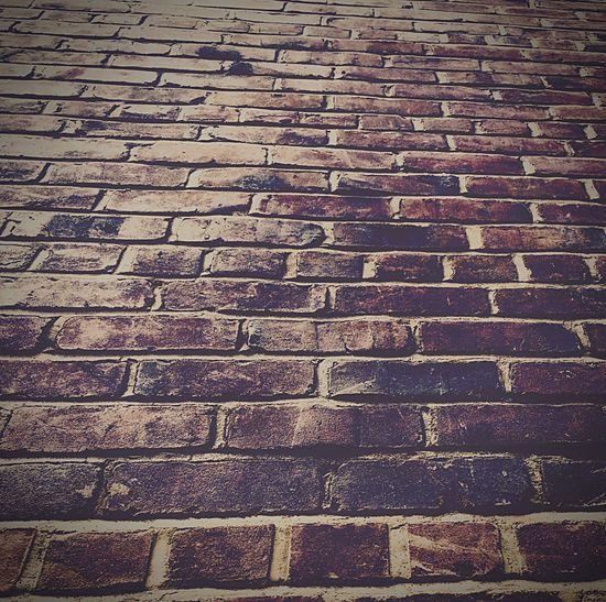 Eyeemphotography Sidewalk Photograhy Architectures Brick Building Streetphotography Architecturephotography Concrete Jungle Urban Geometry Check This Out Bricks Brick Wall Urbanphotography