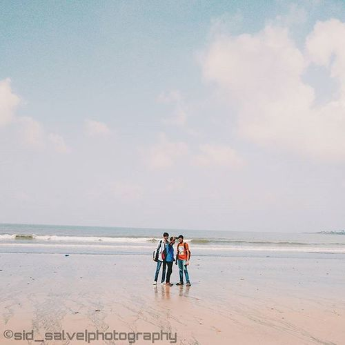 But first let me take a selfie🙉📷 Selfie Sid_salvephotography Onepluslife Minimal Beach Friends