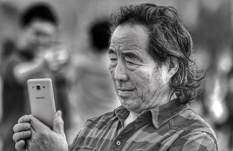 Adaptation of New Tech Streetphotography Taking Photos Random People Blackandwhite Technology Learning Adaptation Guangzhou