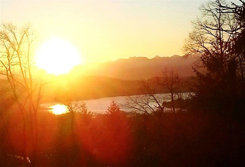 Lago Di Varese Lake View Sunset Sunshine Sunset #sun #clouds #skylovers #sky #nature #beautifulinnature #naturalbeauty #photography #landscape