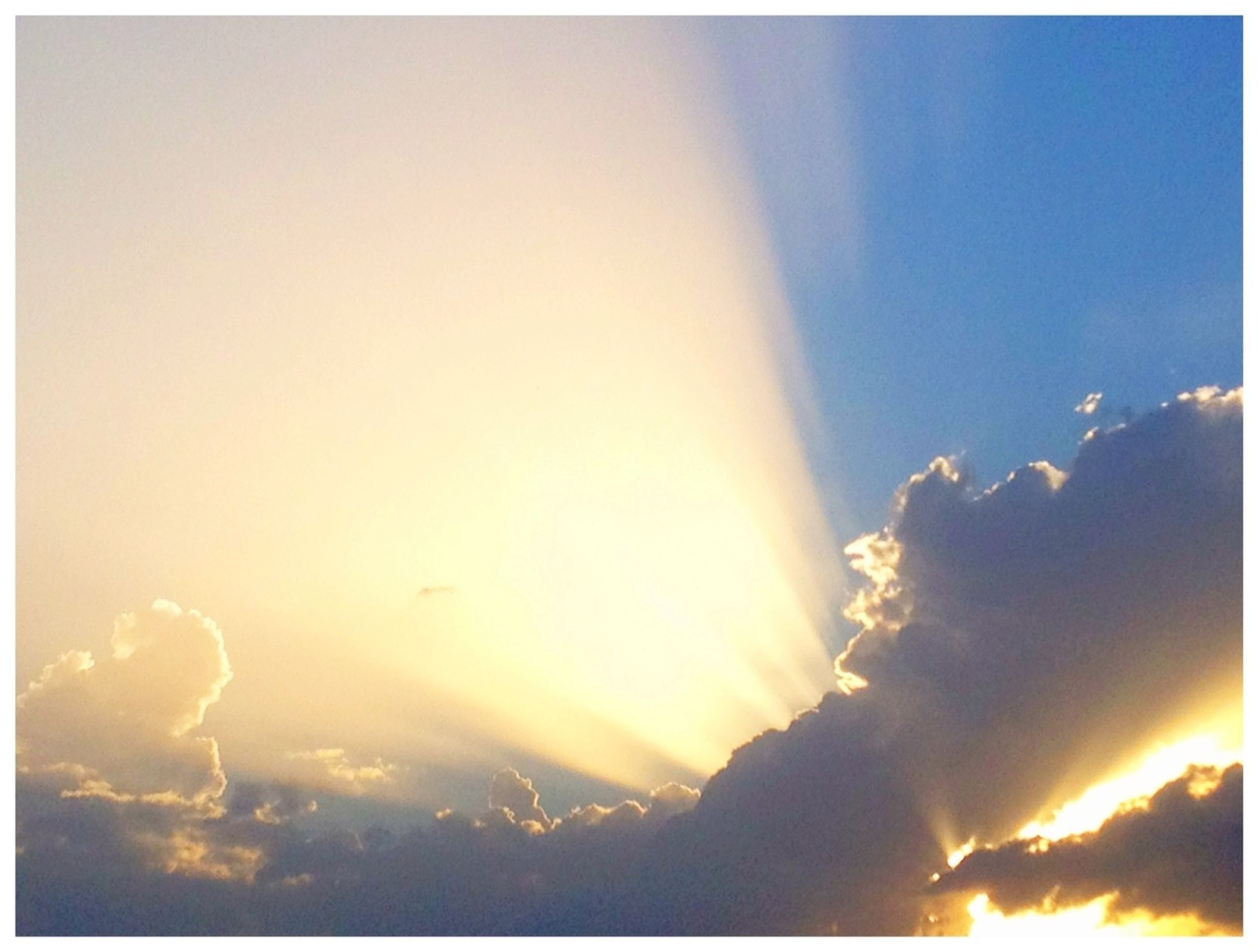 transfer print, auto post production filter, scenics, sky, beauty in nature, tranquil scene, tranquility, sunset, nature, sun, idyllic, cloud - sky, blue, sunbeam, copy space, low angle view, sunlight, outdoors, cloud, no people