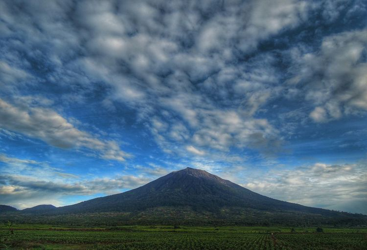 Kerinci The Great Outdoors - 2017 EyeEm Awards Mountain Mountain View Volcano Landscape Landscape_photography Sky And Clouds Outdoors Sky Nature Nikon Nikonphotographer Kerincisenlatnationalpark Cloud - Sky No People Day Beauty In Nature