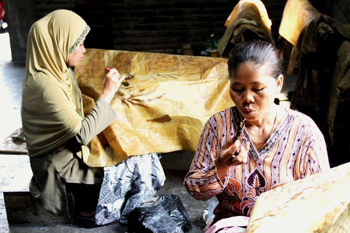 The Art of BATIK Craftsmen ,SOLO,Central Java Indoesian Culture The Photojournalist - 2015 EyeEm Awards Central Java, Indonesia. JournalismPhotography Craftsmen