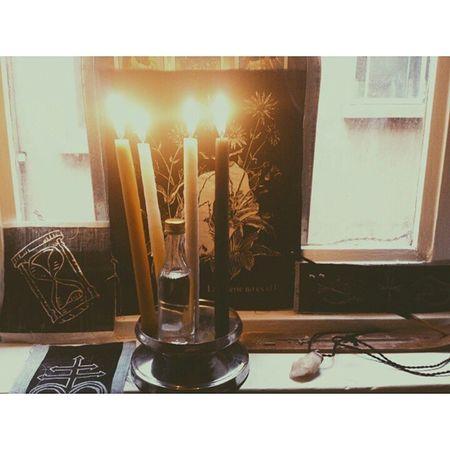 La muerte no es el fin , es el medio Samhain Altar Death Samana Linogravure Sandclock Leviathan Quartz Skull Witchesofinstagram Witchcraft  Occult Misticapobre