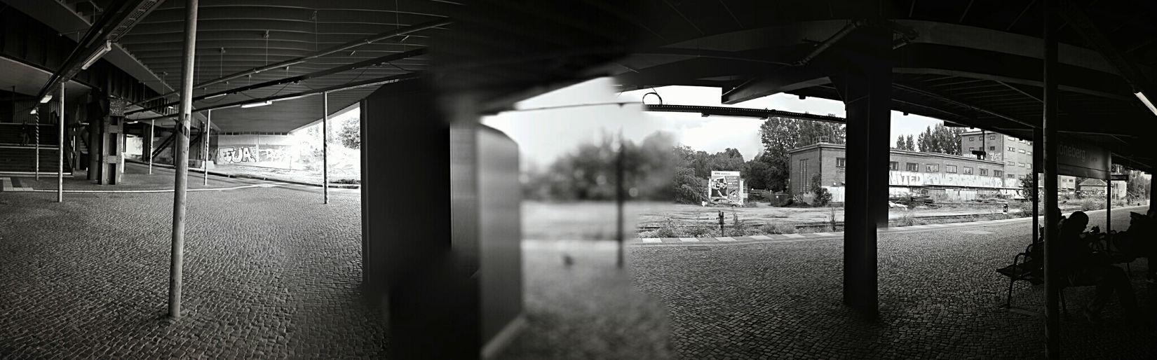 Change Your Perspective Auf Die Sbahn Warten Monochrome GetYourGuide Cityscapes