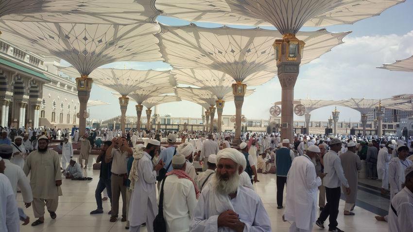 Large Group Of People People Crowd Adult Day Ziarah Ibadah Architecture Madinah Al-munawwarah Nabawi Mosque Arab Islam Islamic Architecture Muslim Solat Umrah Hajj Lifestyles Sky