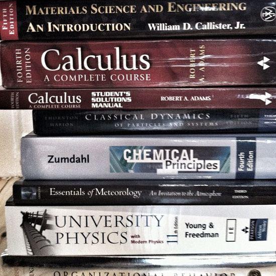 Buntar ihop gamla studieböcker.. Calculus Dynamics Physics Zumdahl