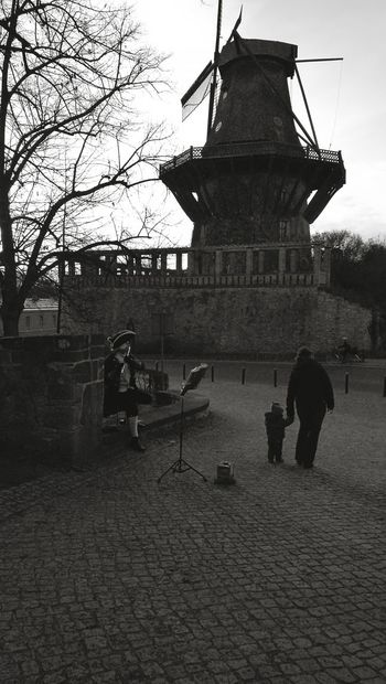 Old Oldage Oldagepeople People Mill Renaissance Beutiful Moments.  Child Old And New Look And See  Flute Flute Player Blackandwhite Potsdam Schloss Sanssouci HuaweiP9 Huaweiphotography