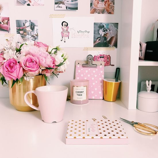 Flower Plant Flowering Plant Table Indoors  No People Still Life Home Interior Large Group Of Objects Container Arrangement Beauty In Nature Rose - Flower Freshness Rosé Choice Pink Color Text Nature Vase