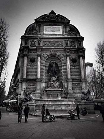 Architecture Building Exterior Statue Outdoors EyeEm Selects The Street Photographer - 2017 EyeEm Awards Bnw_friday_eyeemchallenge Bnw_street Sculpture Real People Bnw_architectural_beauty Bnw_exhibition Streetphoto_bw Street Photography