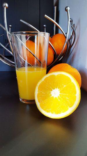 Nichts besseres als frisch gepresster Orangensaft. Orange Hello November Saft  Selfmade Selfmade Food