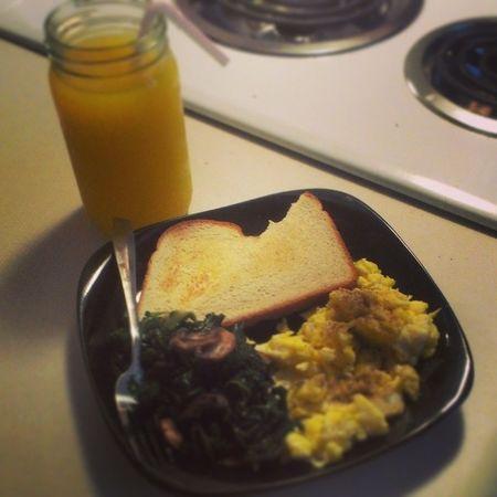 #latergram from #breakfast Breakfast Mushrooms Eggs Foodie Foodporn Latergram Kale Carbs Foodstagram Ilovecooking Bellpeper