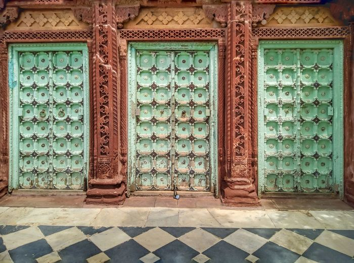 Pattern Door Ornate Architecture Close-up Built Structure Entryway Decorative Art Entrance Arched Front Door Closed Door Historic Tile Closed Door Handle Door Knocker Entry Archway Pillar Doorway Mosaic Tiled Floor Wall Carving - Craft Product Summer In The City The Art Of Street Photography