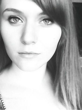 That's Me Girl Eyes People Selfie ✌ Woman Hello World Ladies Selfies Seriousness