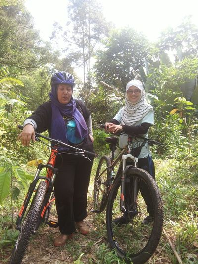 Taking Photos EyeEmNewHere Happiness Day Looking At Camera Together Jungle Shoot Real People Adventure Outdoors Nature Lifestyles Naturelover Nature Collection Leisure Activity Peaceful Togetherness Smiling JungleExperience Trees And Nature Bonding Jungle Life Bicycle Ride Bicycle Adventuring Bicycle Adventures Bicyclelife
