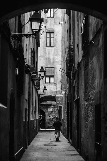 Narrow alley in alley