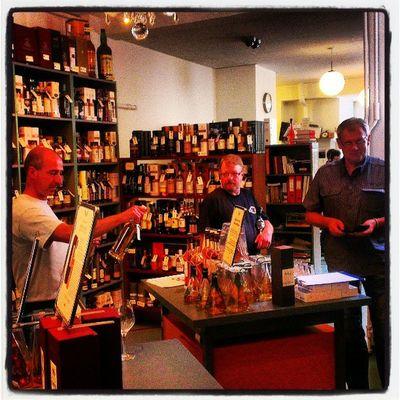 Whisky provning i Danmark. Denmark Copenhagen Whisky HTCOneX